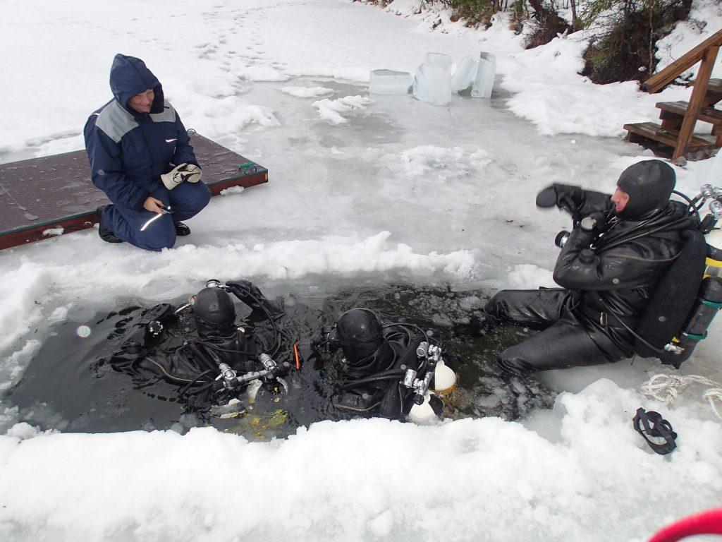 Jääsukellusta kuivapuvulla Iso-Melkutti